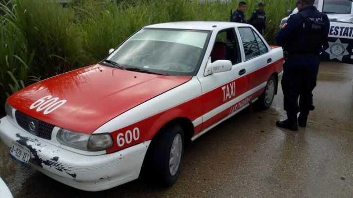 Resguardan a ocho hondureños que eran transportados en Taxis en Nanchital