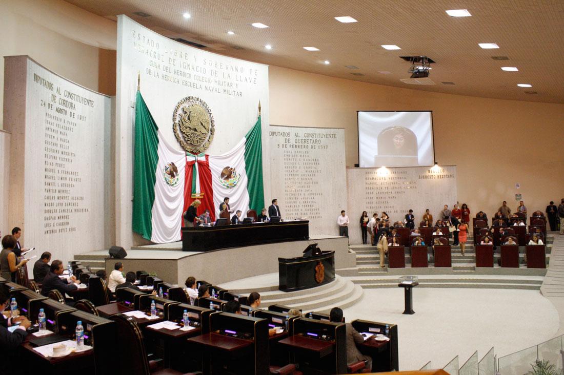 El gobernador del estado, Cuitláhuac García Jiménez presentó sus 13 propuestas de magistrados y magistradas al Congreso local.