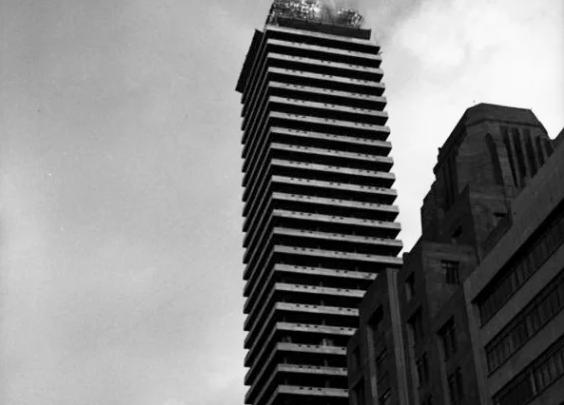 En 1953, los bomberos no estaban preparados para sofocar el incendio de la Torre Latinoamericana, el rascacielos más alto en aquel entonces