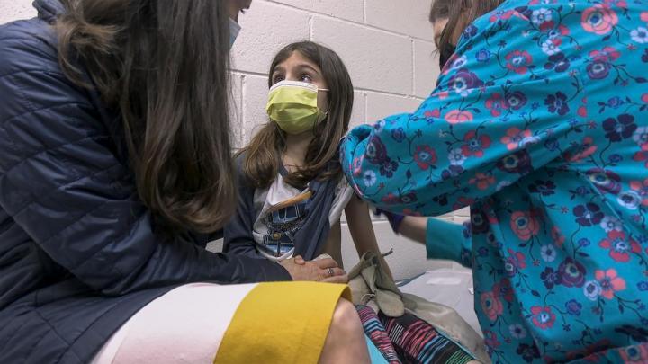 Pfizer pedirá autorización a Cofepris para aplicar vacuna en jóvenes de 12 a 15 años