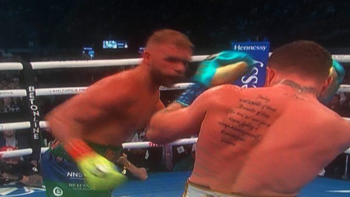 """Salió triunfador """"El Canelo"""" Álvarez frente al británico Saunders."""