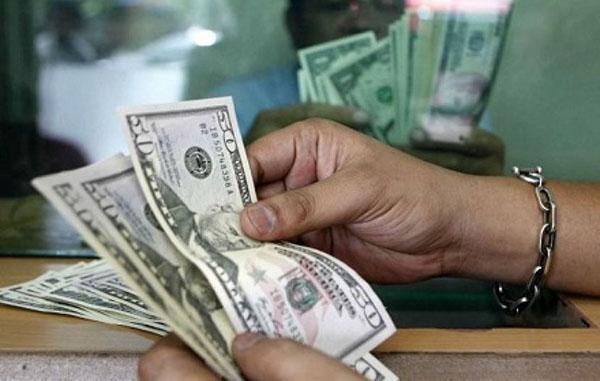 Dólar toca su mayor nivel de la semana por inflación de EU