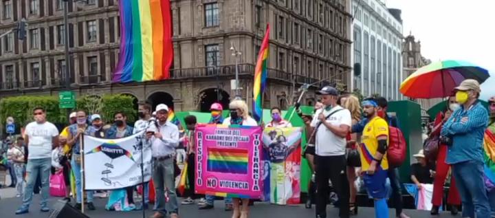 En marcha en la Cd. de México, grupos LGBT demandan seguridad