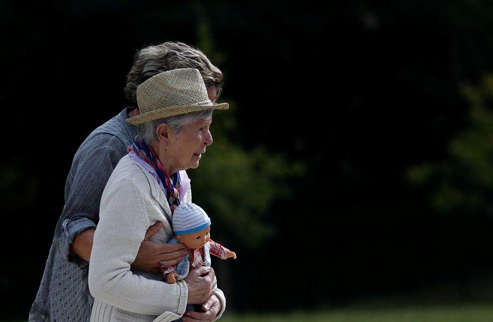 Estados Unidos autoriza un polémico fármaco contra el Alzheimer de 56,000 dólares