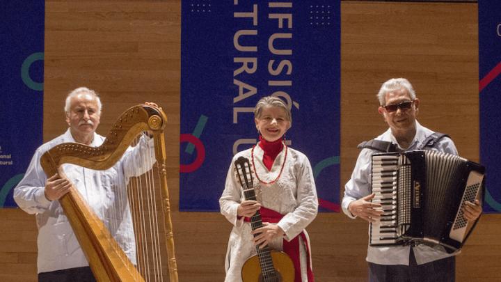 Sandra Lohr, Pepe González y José Luis Arauz en concierto en el Museo de Antropología