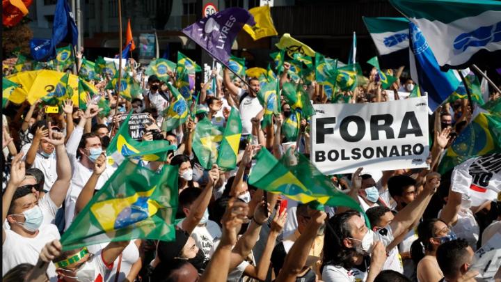 En Brasil Bolsonaro enfrenta protestas en contra de su gobierno