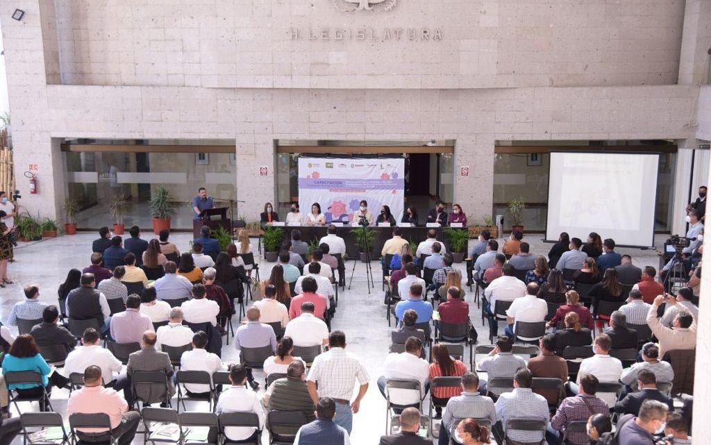 Capacitan a autoridades municipales electas para la entrega-recepción