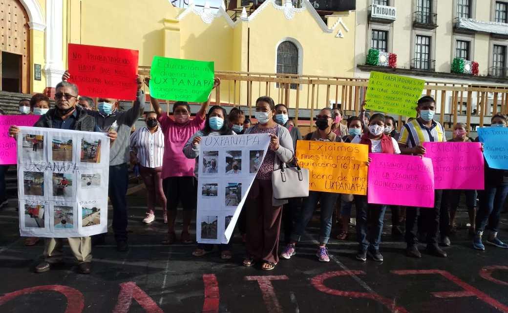 Maestros de Uxpanapa, demandan pago de sus salarios
