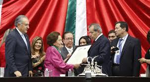 """Recibe Ifigenia Martinez la medalla """"Belisario Domínguez"""""""