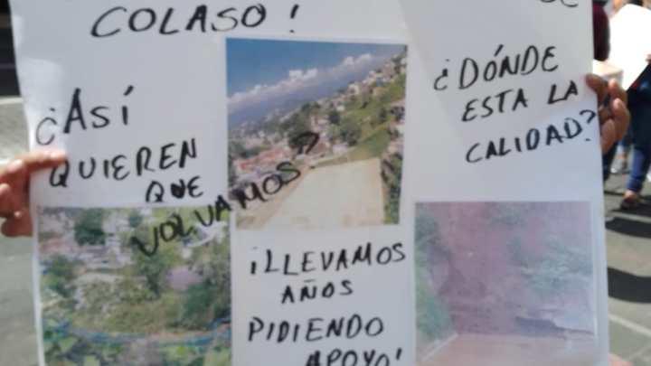 """Padres de Familia y Maestros de la primaria """" Leonardo Pasquel"""", piden apoyo ante deslave"""