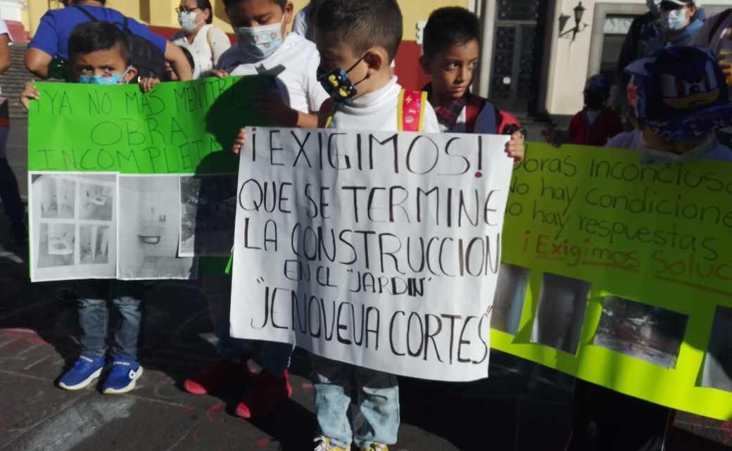 """Del jardín de niños """" Genoveva Cortes"""" denuncian incumplimiento de constructora"""