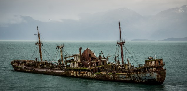 """The """"Capitán Leonidas"""", wrecked in the 1970's on a submerged island ... now used as a lighthouse"""