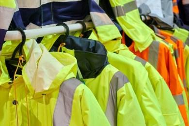 Ubrania robocze – na co zwrócić uwagę przy ich zakupie