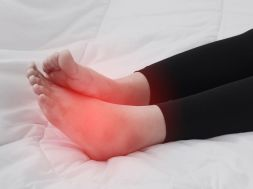 Spuchniete kostki – co moze byc przyczyna dolegliwosci