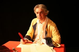 Pierre-François Kettler pose dans le costume de Dupuy Vauban qu'il interprétait dans le spectacle Vauban