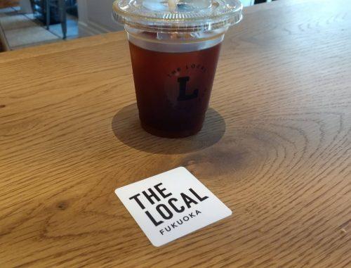 アイスコーヒーとお店のカード