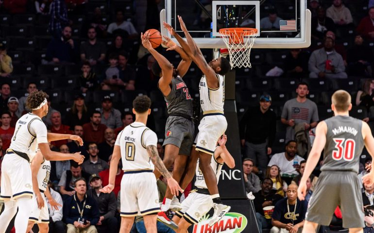 Georgia Tech upsets Louisville #togetherweswarm, #Georgiatech, #Yellowjackets