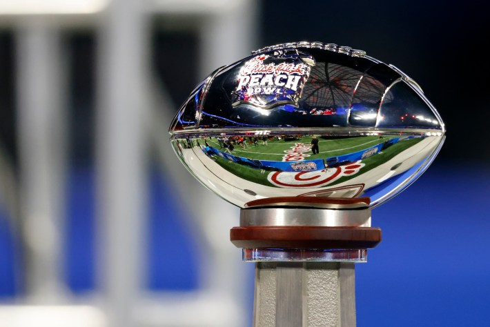 #uga, #Bulldogs, Bulldogs defeats Bears on Peach Bowl