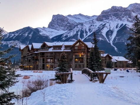 Rundle Cliffs Mountain Lodge