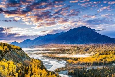 Fall view of the Matanuska River © Michael DeYoung