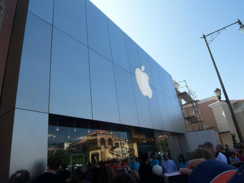 carlsbad apple store opens