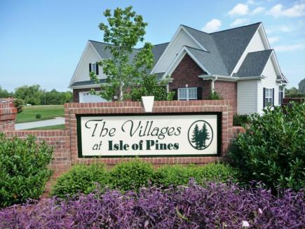 Entrance to The Villages at Isle of Pines in Lake Norman