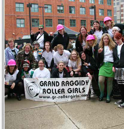 grand raggidy roller derby team photo