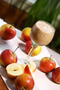Apple-and-cinnamon-smoothie-MED