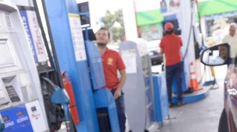 Precios de combustibles vuelven a ser subsidiados en Ecuador