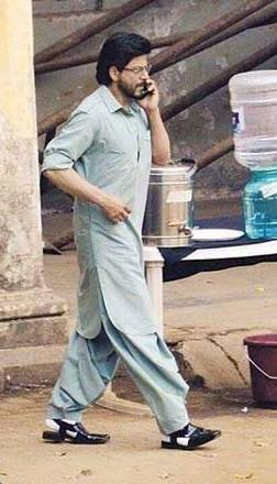 Srk Hd Wallpapers Srk With Shalwar Kameez And Peshawari Chappal Pictures