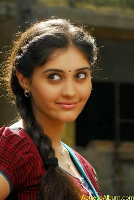 Surabhi Cute Wallpapers Ivan Vera Maathiri Movie Heroin Surabhi Stills Actress Album