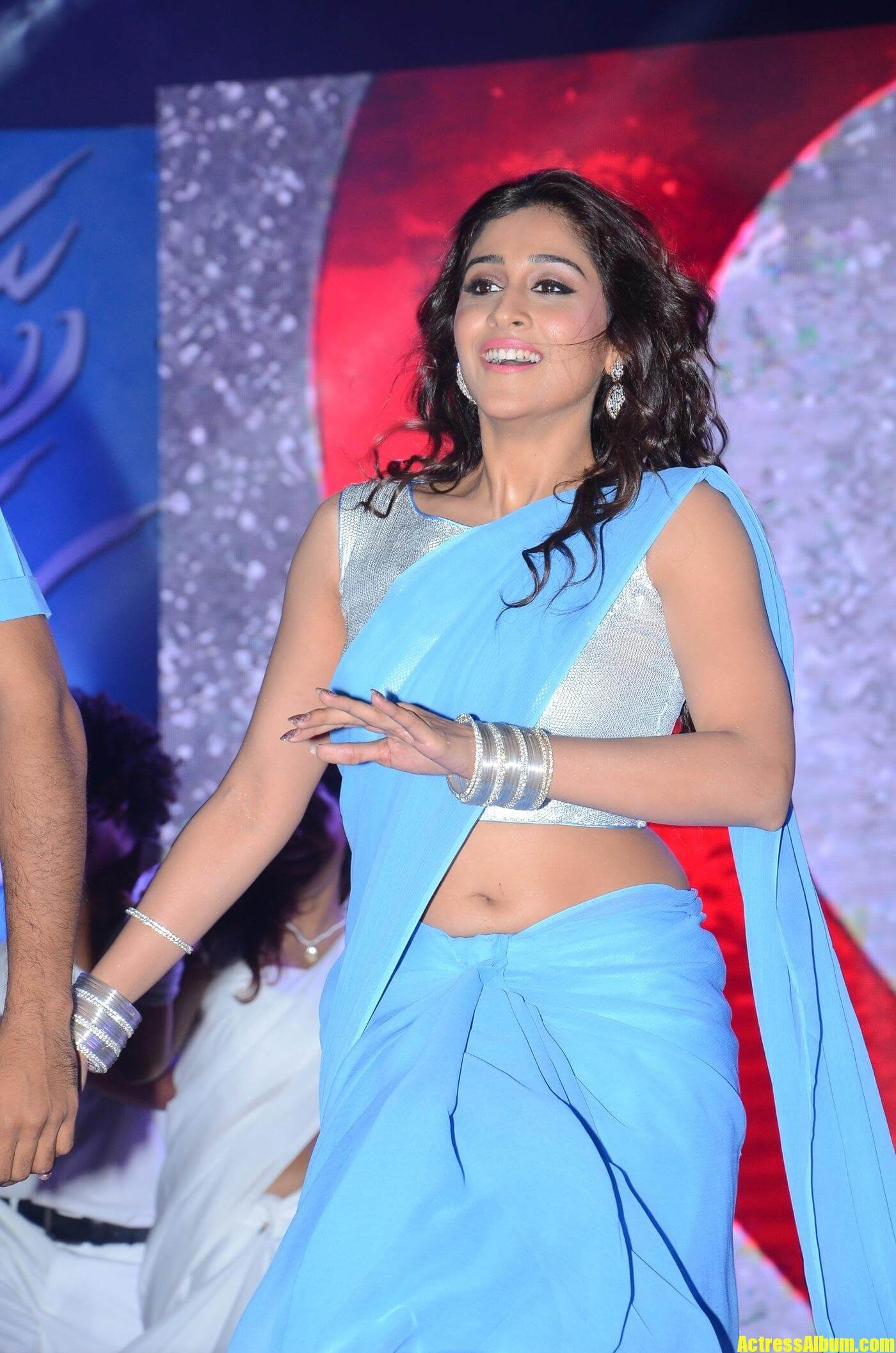 Dancing Girl Gif Wallpaper Regina In Blue Plain Saree Actress Album