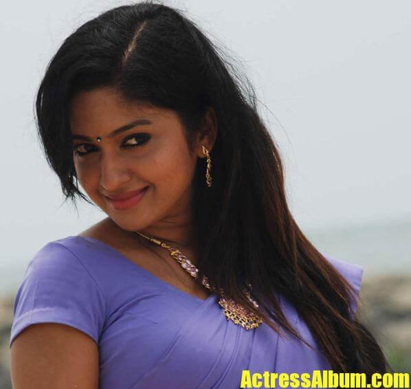 Rakul Preet Singh Cute Hd Wallpapers Mithra Kurian In Saree Hot Pics Actress Album