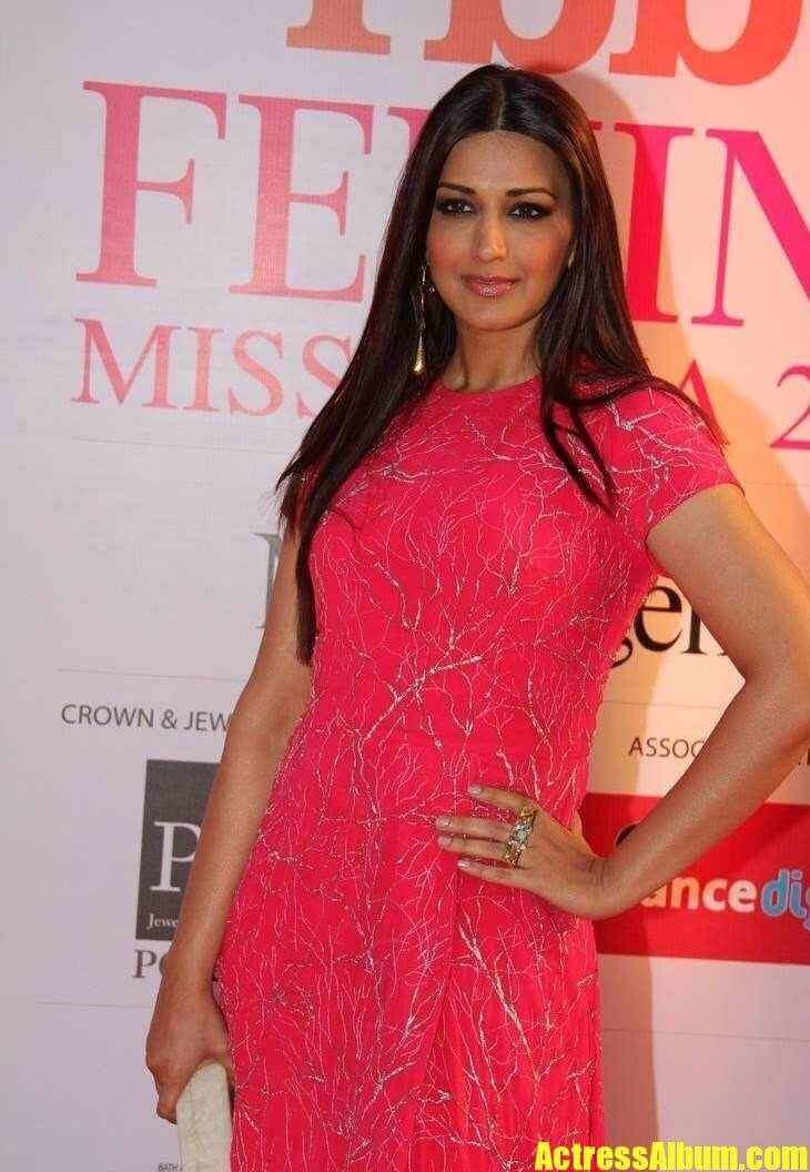 Sonali Bendre At Femina Miss India Grand Finale In Red
