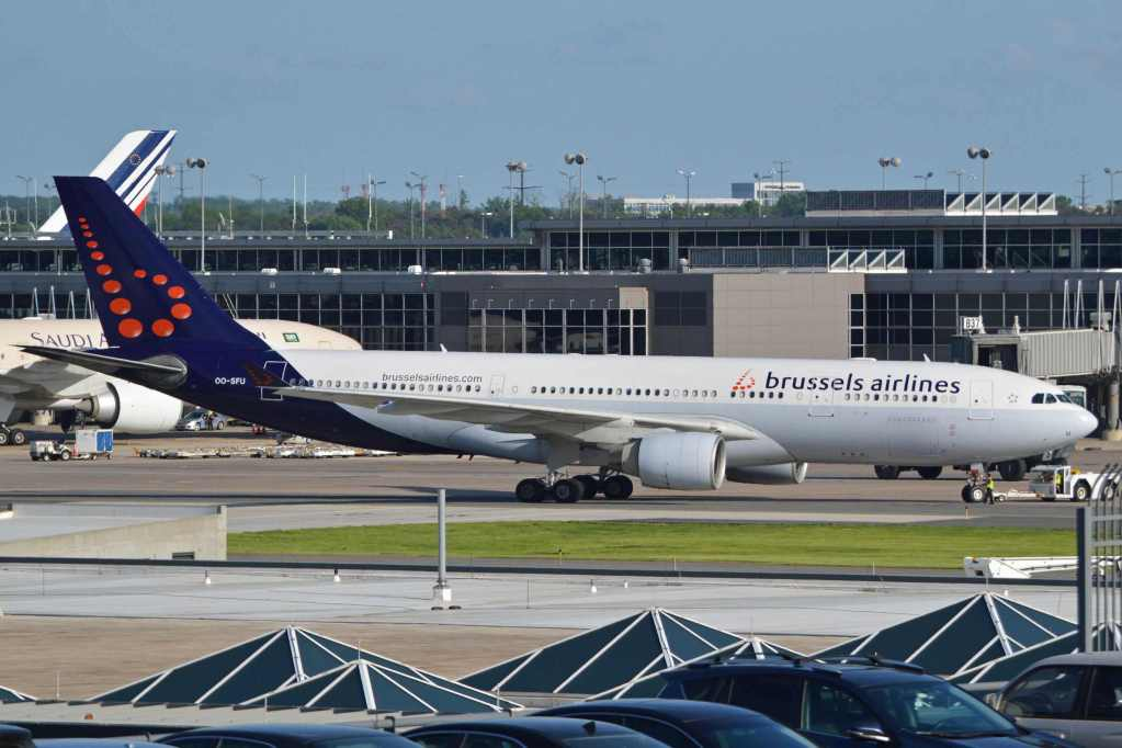 """""""Airbus A330-223, OO-SFU, Brussels Airlines (18623110118)"""" by Alan Wilson from Stilton, Peterborough, Cambs, UK - Airbus A330-223 'OO-SFU' Brussels Airlines. Licensed under CC BY-SA 2.0 via Wikimedia Commons."""