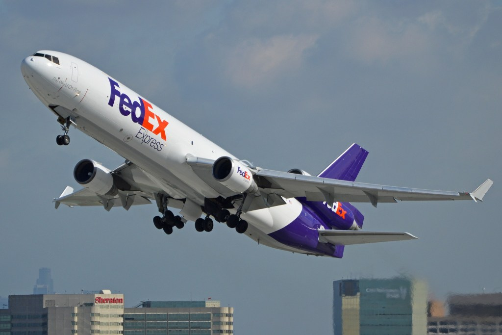 McDD MD11(F) 'N527FE' FedEx par Alan Wilson sous (CC BY-SA 2.0) https://www.flickr.com/photos/ajw1970/14185348366/ https://creativecommons.org/licenses/by-sa/2.0/