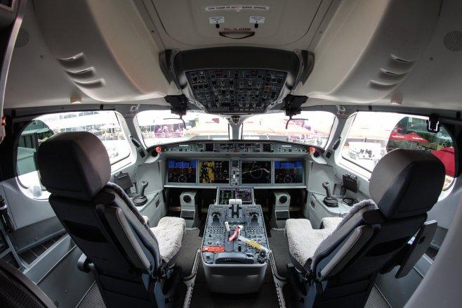 Cockpit CS100 Bombardier - ©Vincent Massé – Tous droits réservés