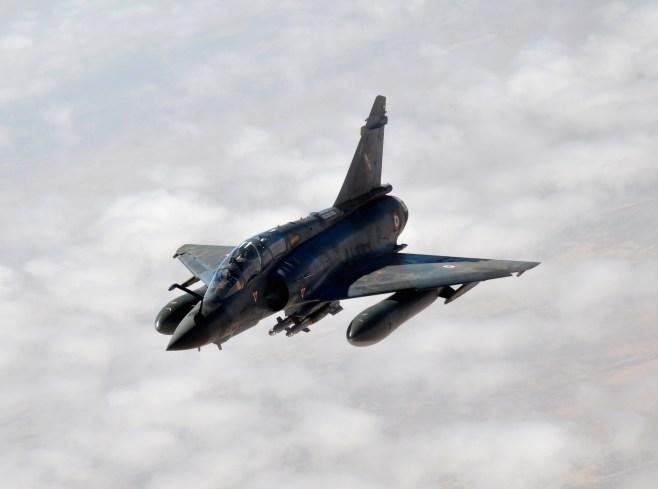 Mirage 2000D 133-JC de l'escadron de chasse 2/3 Champagne basé à la base aérienne 133 Nancy-Ochey au dessus de l'Afrique le 29 janvier 2013 durant l'opération Serval par Captain Jason Smith, USAF