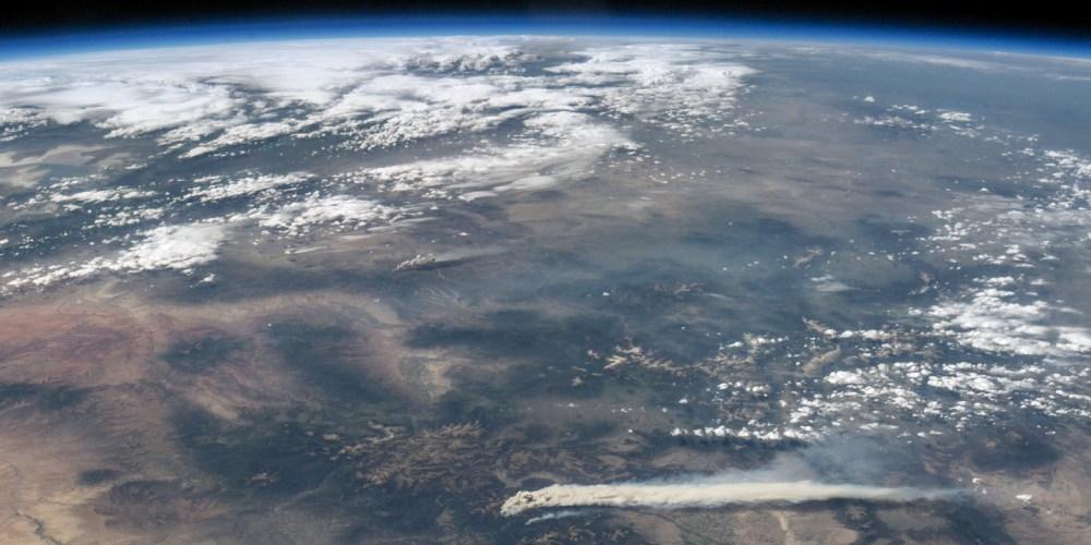 Astronaut View of Fires in Colorado par NASA Goddard Space Flight Center sous (CC BY 2.0)
