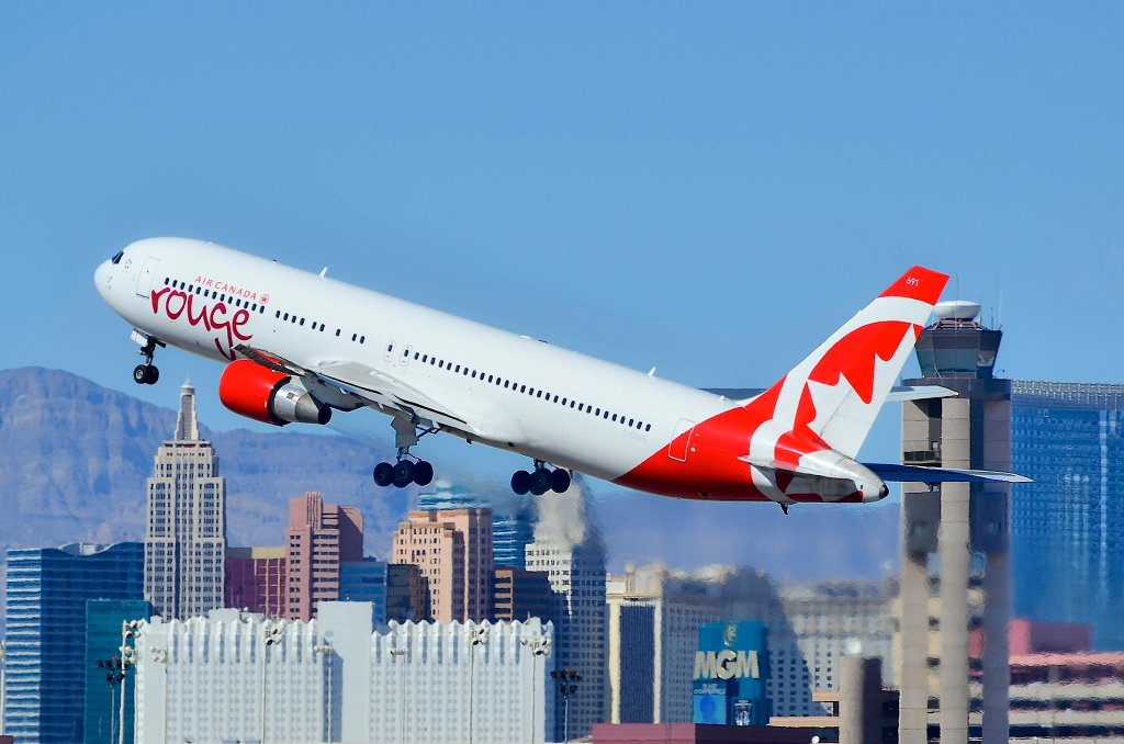 Air Canada Rouge C-GHPE Boeing 767-33A(ER)