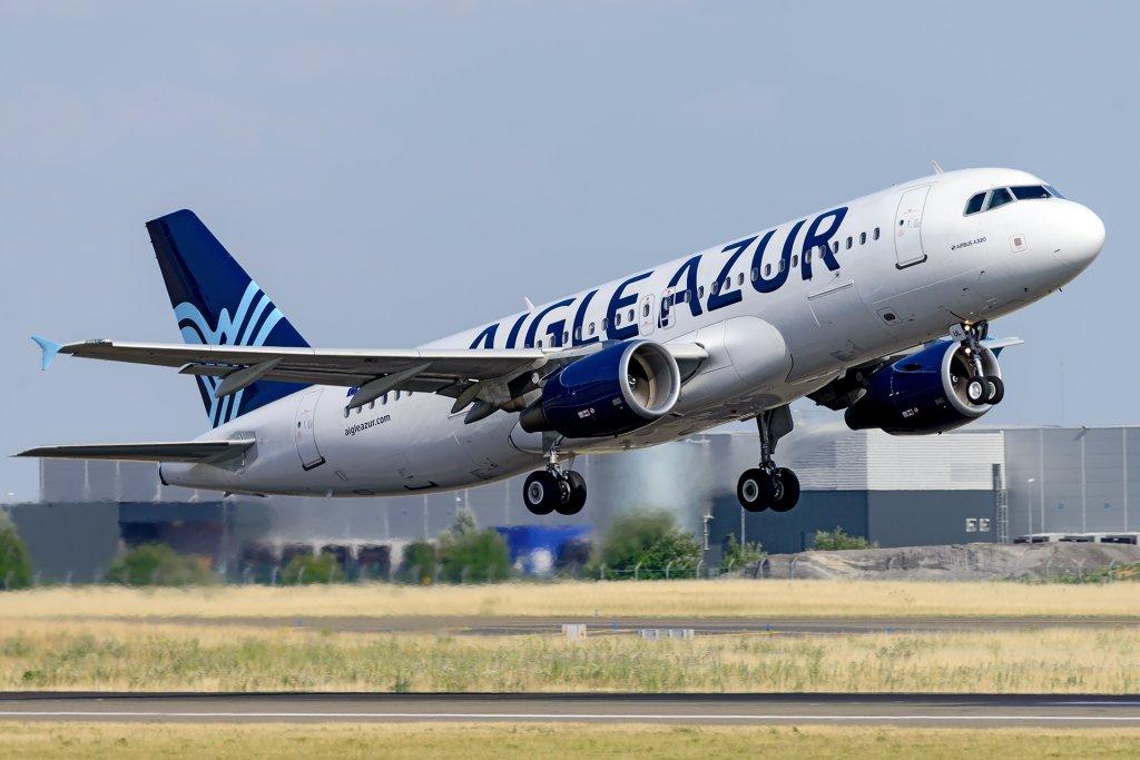 A320 Aigle Azur au décollage à CDG