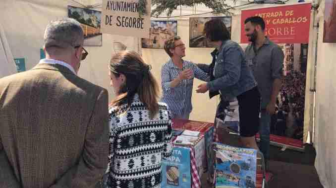 La Concejala de Turismo de Castellón de la Plana visita el stand de Segorbe en la Feria NATURAL