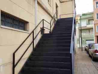 Escaleras exteriores colocadas en el Centro Cultural Olga Raro de Segorbe