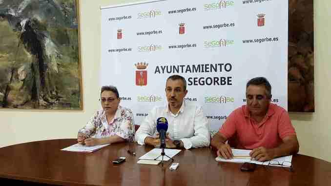 El alcalde, Rafael Magdalena, la concejala de Cultura, Tere Mateo, y el de Patrimonio, Luis Gil, hablan sobre el proyecto