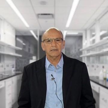 """Dr. Manolo Fernández es elegido """"El peruano más solidario"""" por trabajo en vacuna contra el COVID-19"""