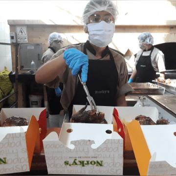 Personal médico del Hospital Dos de Mayo recibe 800 almuerzos de pollo a la brasa a través de Norky´s y San Fernando
