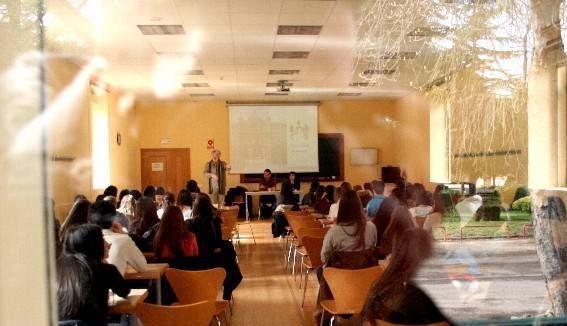 Cursos para actualizar los conocimientos y preparación científica y didáctica