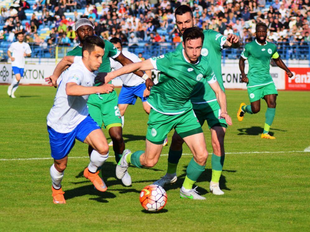 Razvan Tincu (D) in meciul CSMS Iasi-Concordia Chiajna din etapa a XI-a a play-out-ului Ligii 1, disputat pe stadionul Emil Alexandrescu din Iasi, duminica 15 mai 2016.