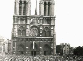 26.08.1944, le général de Gaulle à Notre-Dame de Paris.
