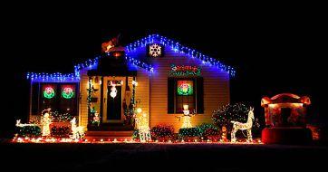 Christmas-Lights-on-House